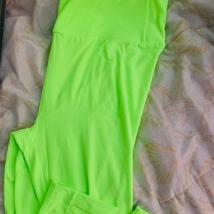 💚Florescent Green Capri Leggings! 🎉3 for $15!!!